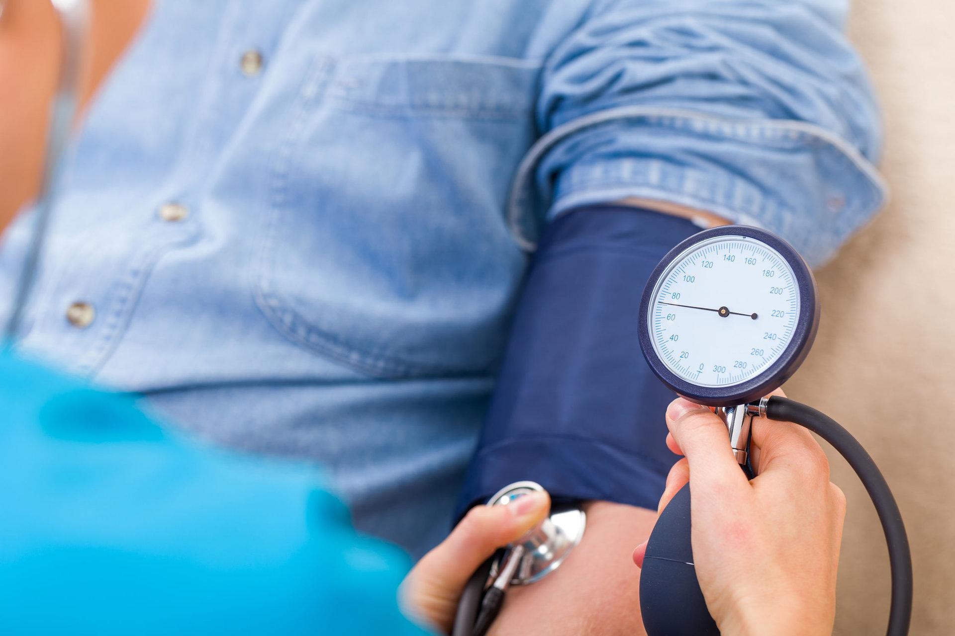 hipertenzija vaikams miego slėgis su hipertenzija