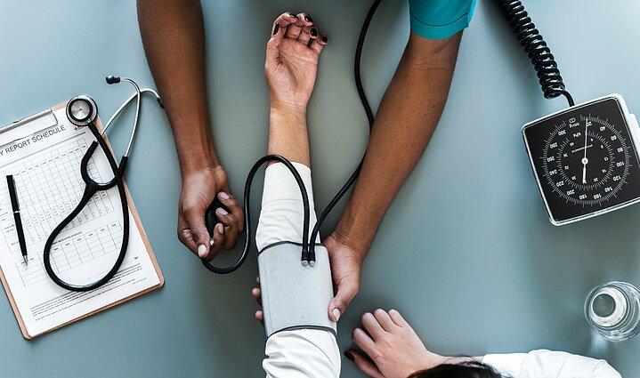 hipotenzija ir hipertenzija yra hipertenzijos galvos masažas