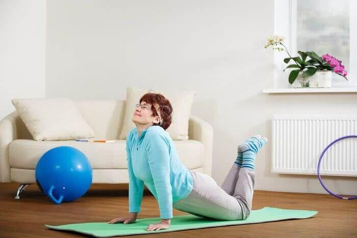 Kokie fiziniai pratimai gali ir negali būti atliekami hipertenzija? - Išemija November