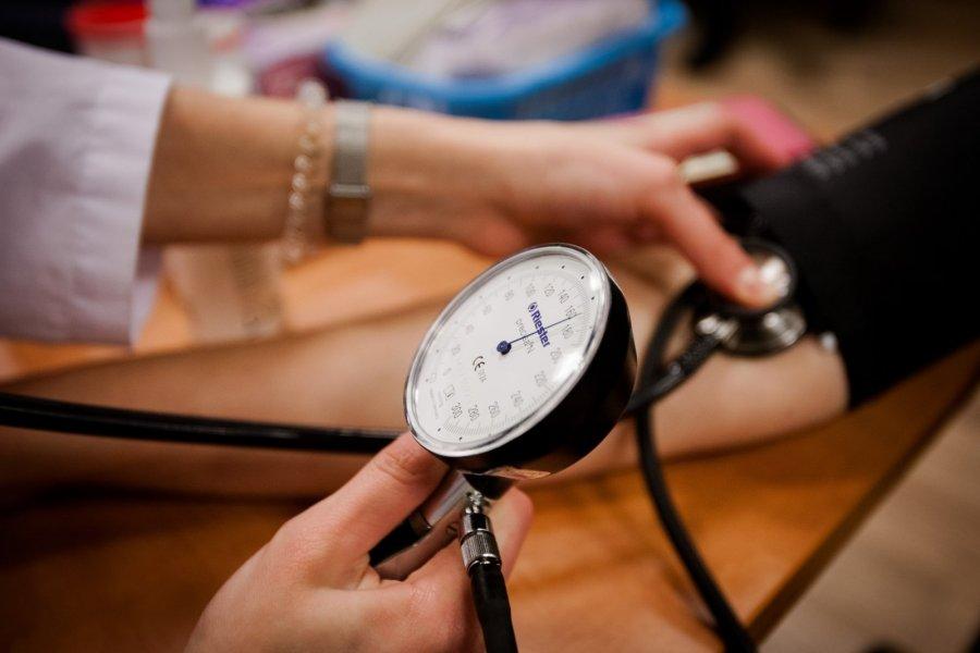 sveikatos, nei gydant hipertenziją kuri yra blogesnė hipertenzija ar hipotenzija
