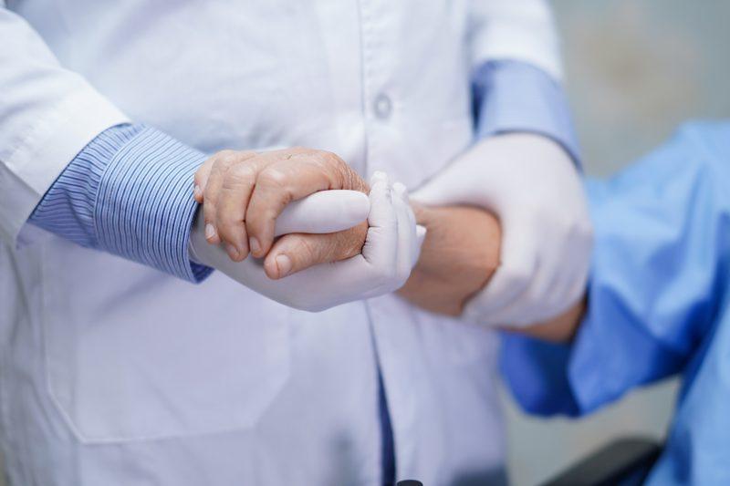 zmogaus spaudimas hipertenzijos simptomai ir skausmas