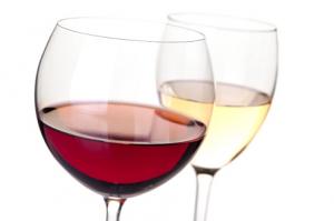 Išaiškino tikrąją kasdienės vyno taurės įtaką sveikatai