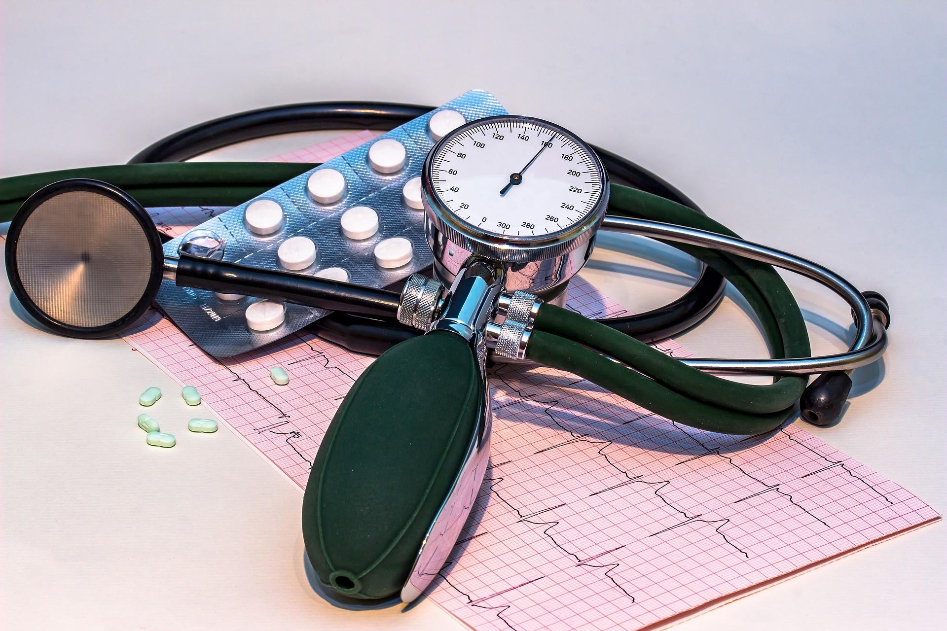 kas sukelia lėtinę hipertenziją