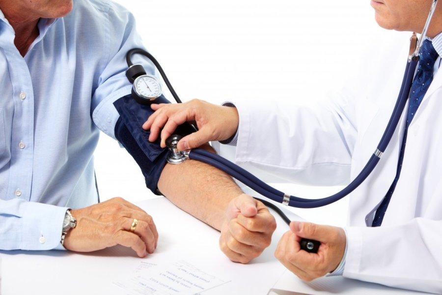 žmonių gydo hipertenziją